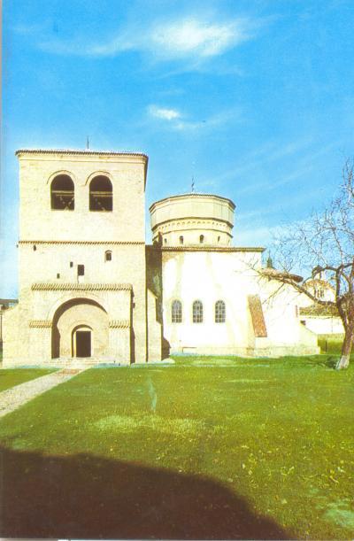 Biserica pregatita pentru sfintirea din 1984